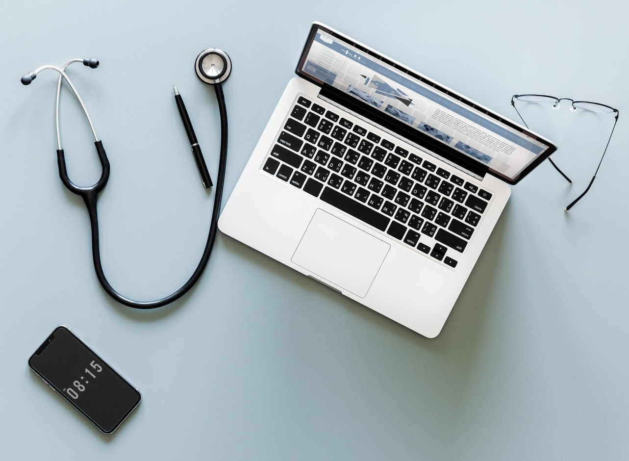 Doctors and Computers - By rawpixel in Unsplash